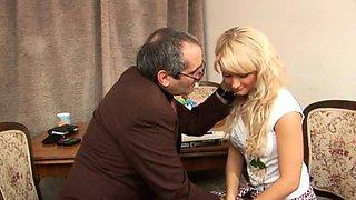 Glamour russian blonde floosy enjoys sensuous fuck