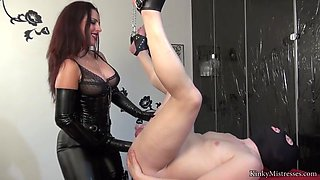 latex mistress fucks and fists her anal bitch