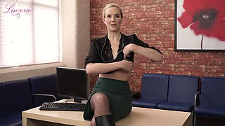 Kinky leggy Ariel Anderssen gets rid of clothes and flashes small tits on the table