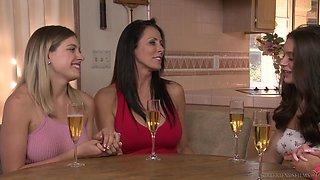 Nina Elle wants to seduce cute brunette Lana Rhoades