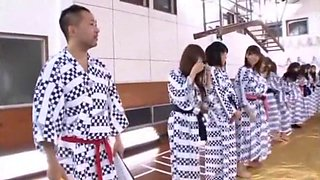 Hitomi Kitagawa, Momoka Nishina, Uta Kohaku, Tsubomi in Banging Bus Tour 2011 aka Moodyz Fan Thanksgiving part 2.4