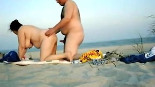 Amateurs fucking by the beach without any shame