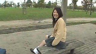Des filles merveilleusement mignonnes prises en caméra en pissant