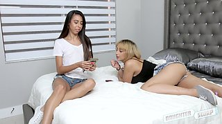 Marilyn Mansion and Victoria Vargaz want to feel a couple of dicks