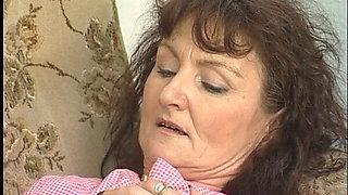 Notgeile alte Putzfrau, haarig wie die sau gebumst