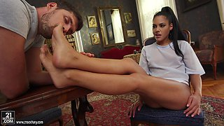 Pretty Apolonia Lapiedra jerks a dick with her small feet