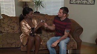 Sexy Ebony Babe Gives Most Erotic Soapy Massage