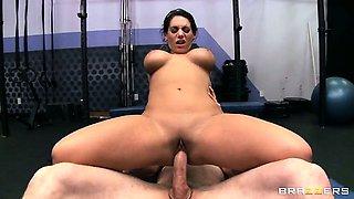 Big Tits At The Gym