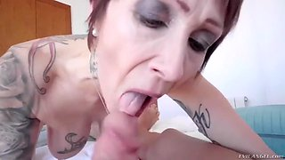 mature catalya mia takes fat and juicy cock up her old asshole