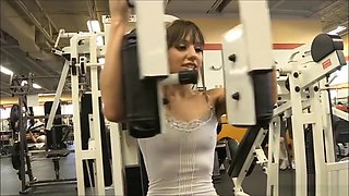flashing tits and pussy at the gym