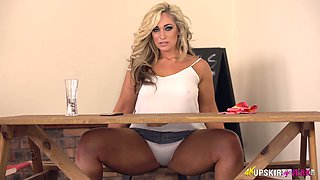 Astonishing MILF Kellie OBrian bends over to expose such a nice rounded ass