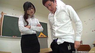 Japanese hotness Hibiki Ohtsuki enjoying a cock in a classroom