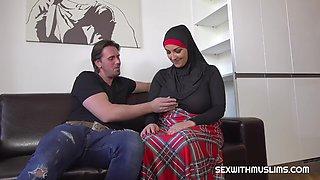Thomas fucked his muslim sisterinlaw